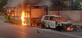 CAA का जबरदस्त विरोध, गुवाहाटी में पांच की मौत, बंगाल में रेलवे स्टेशन में तोड़फोड़, दिल्ली में बसें जलाई
