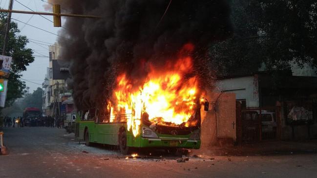 CAA का जबरदस्त विरोध, दिल्ली में बसें जलाई, गुवाहाटी में पांच की मौत, बंगाल में रेलवे स्टेशन पर तोड़फोड़