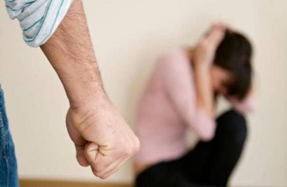 वुमन हेल्पलाइन पर मिल रही अधिकतरघरेलू हिंसा की शिकायत, अब रात में पुलिस छोड़ेगी घर