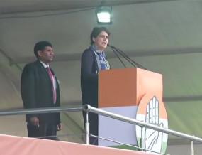 LIVE: शुरू हुई कांग्रेस की भारत बचाओ रैली, प्रियंका ने कहा- जीडीपी पाताल पर आ गई है