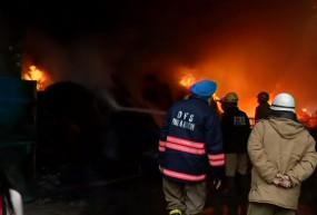 दिल्ली: मुंडका इलाके में लगी भीषण आग