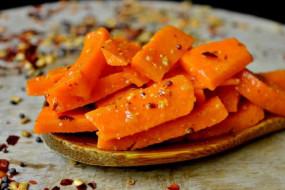 ठंड में खाएं स्वादिष्ट गाजर का अचार, ये है रेसिपी