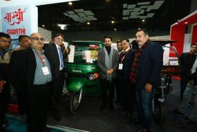 प्रदूषण को खत्म करने में इलेक्ट्रिक वाहनों का अहम योगदान : अनुराग ठाकुर