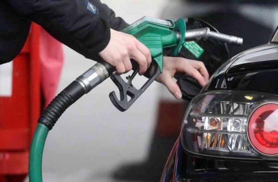 Fuel Price: पेट्रोल की कीमत में 6 पैसे की गिरावट, डीजल की की कीमतें स्थिर