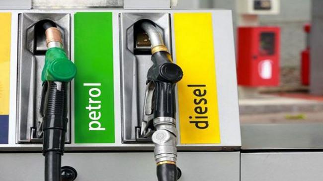 Fuel Price: डीजल की कीमत में 6 पैसे की बढ़ोतरी, पेट्रोल की कीमत स्थिर