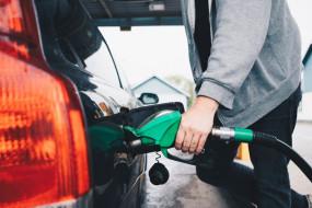 Fuel Price: डीजल फिर हुआ महंगा, पेट्रोल के दाम स्थिर, जानें आज के दाम