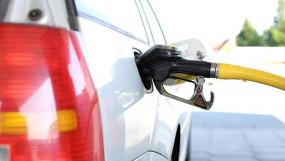 Fuel Price: डीजल की कीमत लगातार दूसरे दिन बढ़ी, पेट्रोल के दाम स्थिर