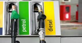 Fuel Price: पेट्रोल की कीमत में फिर हुई 6 पैसे की गिरावट, डीजल की कीमतें स्थिर
