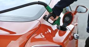 Fuel Price: लगातार दूसरे दिन पेट्रोल-डीजल की बढ़ती कीमतों से राहत, जानें आज के दाम