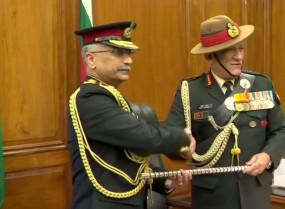 मनोज नरवणे बने नए सेना प्रमुख, रावत की मौजूदगी में संभाला कार्यभार