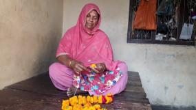 नाजिम के लाए फूलों से सजते हैं अयोध्या के भगवान