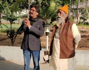 झारखंड की राजनीति के नायक बने हेमंत, बोले- आज जनता की आकांक्षाओं को पूरा करने के संकल्प का दिन