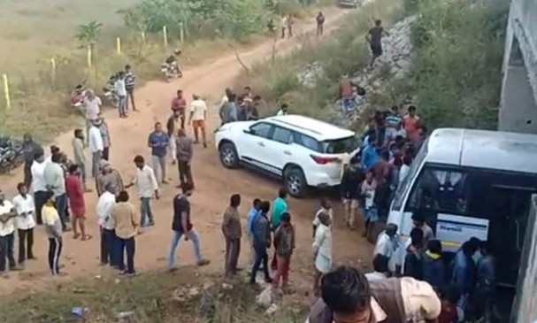 हैदराबाद एनकाउंटर की जांच शुरू, आरोपी की पत्नी धरने पर बैठी, कहा- नाइंसाफी हुई