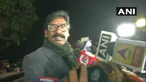 झारखंड: हेमंत सोरेन ने 50 विधायकों के साथ पेश किया सरकार बनाने का दावा, 29 को लेंगे शपथ