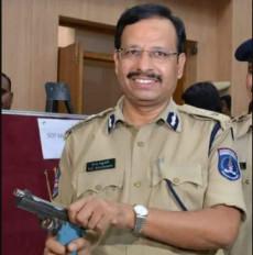 हैदराबाद गैंगरेप: पुलिस कमिश्नर सज्जनार के रहते हुए एनकाउंटर, सोशल मीडिया पर आया ऐसा रिएक्शन
