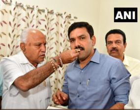 LIVE: कर्नाटक में बीजेपी ने जीती 15 से 12 सीटें, पीएम बोले जनादेश के खिलाफ जाने वालों को मिली सजा