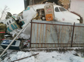 कजाकिस्तान: दो मंजिला इमारत से टकराकर विमान क्रैश, 100 लोग थे सवार, अब तक 14 की मौत