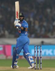 किंग कोहली ने टी-20 के बादशाह रोहित को पीछे छोड़ा