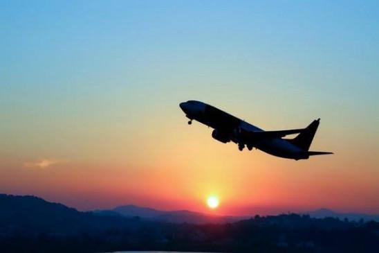 नमी से ठंड का असर कम, समय की नहीं लौट रहे विमान