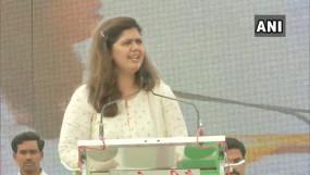 महाराष्ट्र: पंकजा बोलीं- मैं पार्टी नहीं छोड़ूंगी भाजपा चाहे तो निकाल दें, खड़से ने पार्टी छोड़ने के संकेत दिए