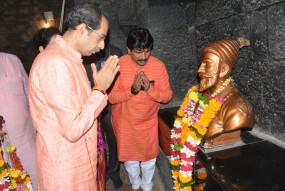शिवनेरी में उद्धव ने कहा- अब छत्रपति शिवाजी महाराज की राह पर बढ़ेगा महाराष्ट्र