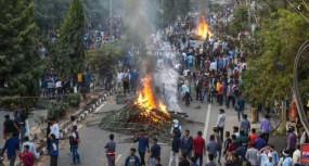 नागरिकता कानून का विरोध: बंगाल पहुंची असम की आग, भीड़ ने 15 बसें और एक रेलवे स्टेशन जलाया