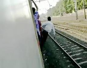 ट्रेन में स्टंट कर रहे युवक की खंभे से टकराने से हुई मौत, सिर कटी लाश मिलने से सनसनी