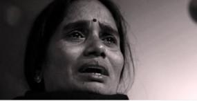 निर्भया केस: दोषियों की फांसी टली, फैसला सुनते ही कोर्ट में रो पड़ीं पीड़िता की मां