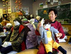 जापान के इस गांव में पिछले 18 साल में एक भी बच्चा पैदा नहीं हुआ, लोग पुतले बनाकर उनकी कमी कर रहे पूरी