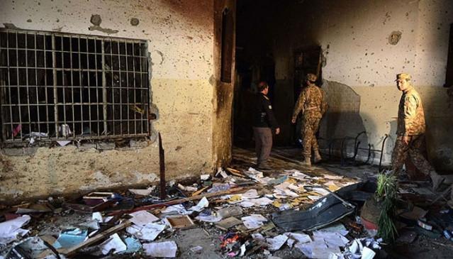 पाकिस्तान : स्कूल पर आतंकी हमले के 5 साल पूरे होने पर मासूमों को श्रद्धांजलि