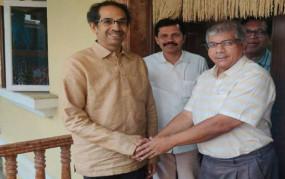 एनआरसी और सीएए के मुद्दे पर मुख्यमंत्री से मिले प्रकाश आंबेडकर