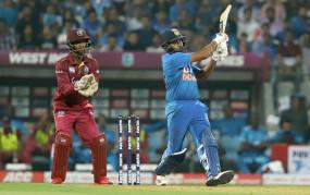 रोहित बने 400 छक्के लगाने वाले पहले भारतीय क्रिकेटर, गेल-अफरीदी के क्लब में शामिल