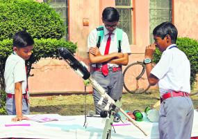 विज्ञान मेले का हर मॉडल ज्ञानवर्धक, 63 शालाओं के 110 विद्यार्थियों ने स्वयं तैयार किए मॉडल