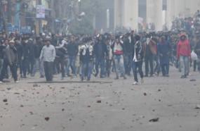 सीलमपुर-जाफराबाद कांड: 11 पुलिसकर्मियों सहित 18 जख्मी, बसें व पुलिस बूथ फूंके
