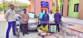 शराब तस्करी का पर्दाफाश , कार से चंद्रपुर ले जा रहे थे शराब की खेप, लाखों का माल बरामद