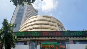 गिरावट में बंद हुआ शेयर बाजार, सेंसेक्स 126 और निफ्टी 54 अंक लुढ़का