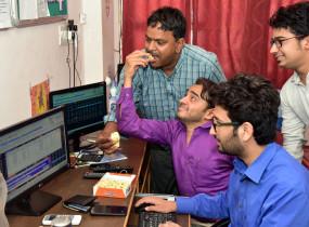 मजबूत विदेशी संकेतों से घरेलू शेयर बाजार की तेज शुरुआत