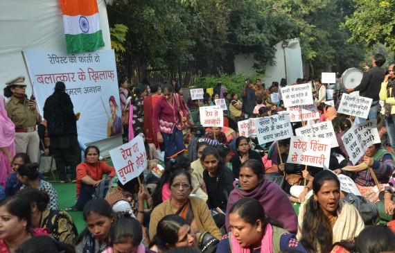 स्वाति मालीवाल ने दुष्कर्म के मुद्दे पर महिला सांसदों को झकझोरा