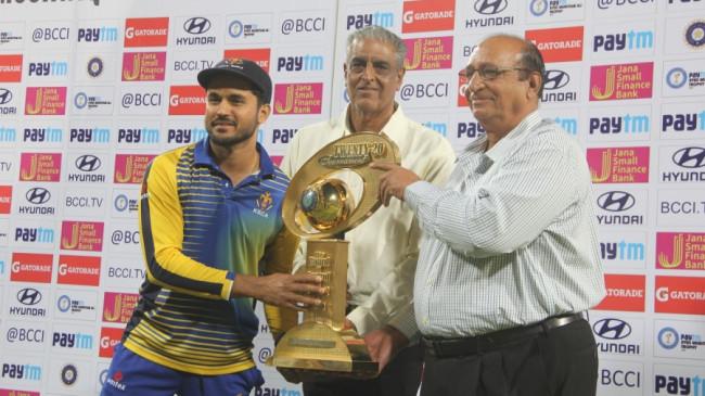 Syed Mushtaq Ali Trophy: कर्नाटक दूसरी बार चैंपियन बनी, तमिलनाडु को फाइनल में 1 रन से हराया