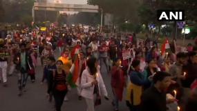 LIVE: रेप पर गुस्से में दिल्ली, प्रदर्शनकारियों और पुलिस में भिड़ंत, कई लड़कियां हईं बेहोश