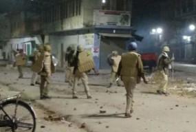 UP: CAA और NRC के खिलाफ अब मऊ में हिंसक प्रदर्शन, अलीगढ़-मेरठ में इंटरनेट बंद