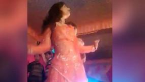 Video: ग्राम प्रधान की बेटी की शादी में डांस रुका तो चली गोली, स्टेज पर गिर पड़ी डांसर