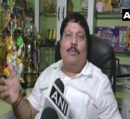 पश्चिम बंगाल: BJP सांसद की गाड़ी पर बम से हमला, घेरे में TMC