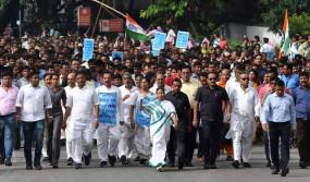 CAA: बंगाल में ममता बनर्जी ने निकाली रैली, राज्यपाल बोले- ये असंवैधानिक