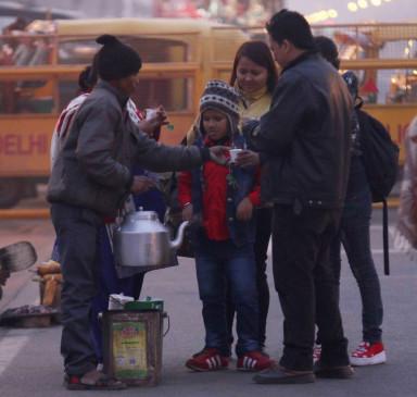 बिहार में बढ़ी सर्दी, ठंड से ठिठुरे लोग
