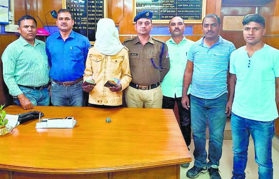 ट्रेन से यात्रियों का पर्स चुराने वाले आरोपी को आरपीएफ ने दबोचा
