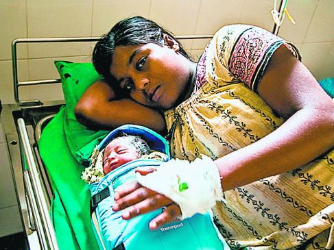 मां की शरीर की गर्मी नवजात के लिए रक्षक , कंगारु मदर केयर बना संजीवनी