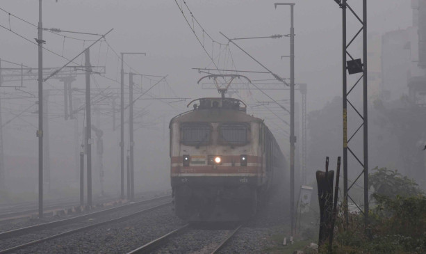 दिल्ली आ रही 15 ट्रेनें 1 घंटे 30 मिनट से लेकर 6 घंटे तक लेट