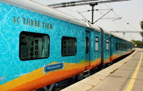 दिल्ली आने वाली 15 ट्रेनें 2 से 5 घंटे लेट