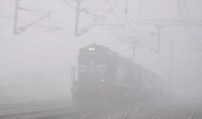 कोहरे की मार: दिल्ली आने वाली 19 ट्रेनें 2 से 5 घंटे तक लेट